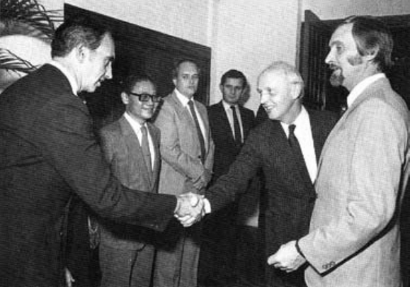 The Governor Edward Youde, who officially opened the ice House Street premises in November 1982, with Board members, including Hugh Van Ex and Robert Deifs.