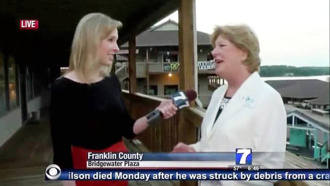 Alison Parker (left) the moment shots ring out during an interview on tourism with Vicki Gardner, the local chamber of commerce director, before she was shot and killed. (AFP screen capture)