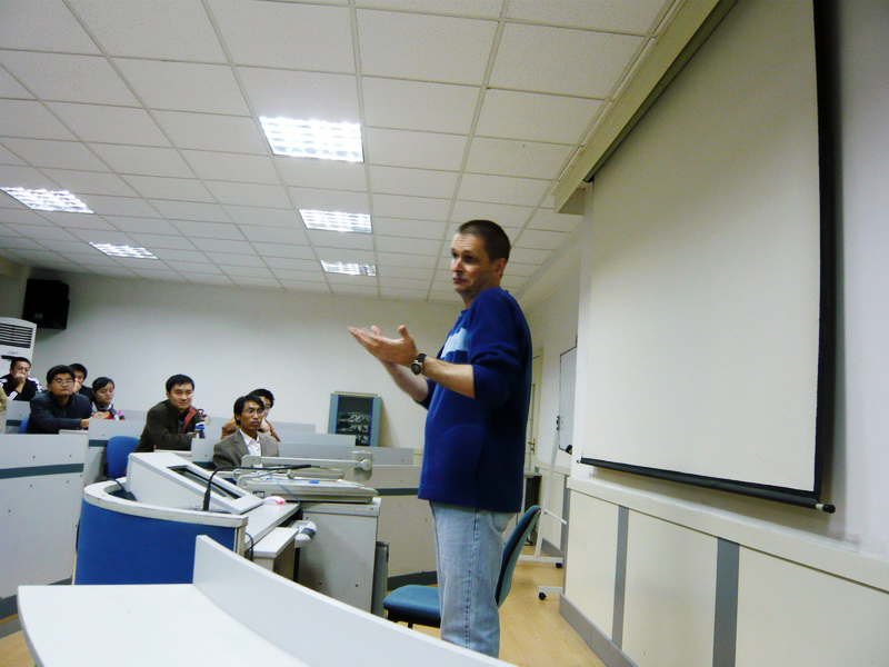 Didier talks to a class of MBA students in Jinan