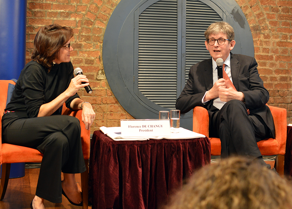 Former Guardian editor, Alan Rusbridger, is interviewed by FCC President Florence de Changy on March 27. Photo: Sarah Graham/FCC