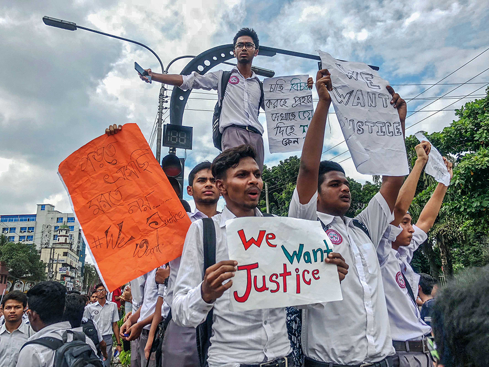 Students protest in Dhaka, August 2018